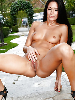 Sultry MILF Nikki Daniels spreads and masturbates shaved vagina outdoors