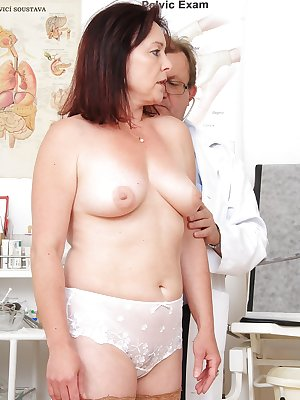 Older lady Simi having her mature pussy examined ta gyno office