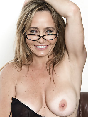 In her purple top and glasses, the ravishing Sarah Michaels is smart. Removing her top and lingerie shows off her sexy all-natural body. She sits on her chair, spreads her legs and shows us her sexy body.
