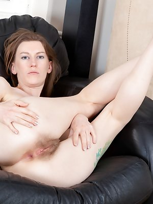 Red hot hairy girl Katie Daze is getting her game on, when all those vibrations coming through the controller inspire her to play with herself in a new way. Watch her get hairy in this hirsute porn.