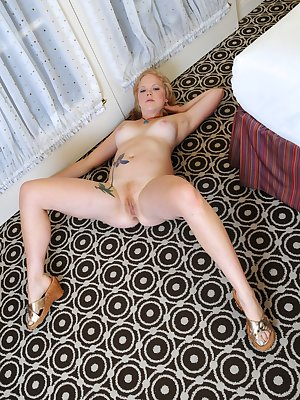 Checkout Autumns ginger hair tufts as she lays down on the floor and spreads her big pale legs. Autumn is one horny girl and just cant keep her hands away from her clitoris.