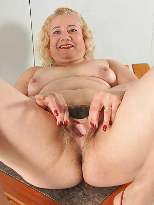 Slutty mature Leenuh gets kinky and stuffs her mouth and ripe hairy pussy with a hard schlong