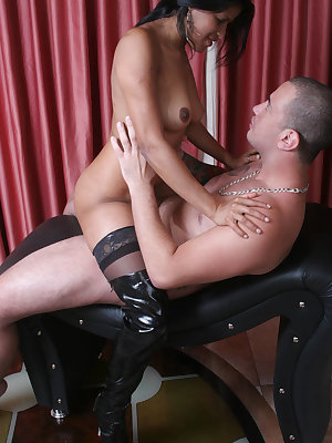 Stocking clad lady Suzy Anderson got her hairy slurped and fucked after giving an expert blowjob
