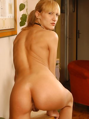 All steamed-up and slender blonde beauty exhibiting her bushy bell.