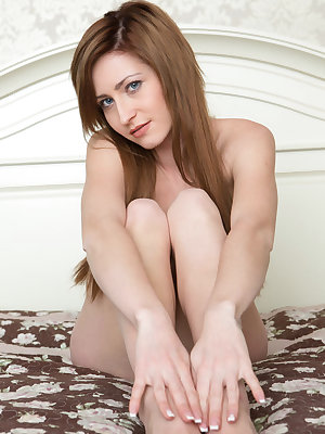 European solo girl Janelle loves to show off her neatly trimmed muff