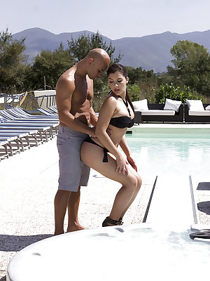 Italian pornstar Valentina Nappi having hairy cunt banged outdoors by pool