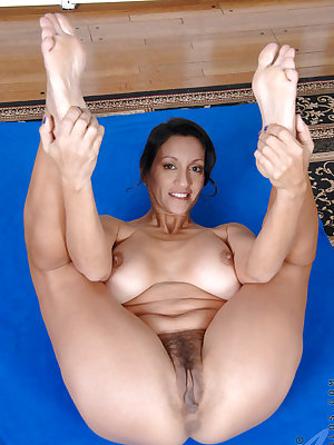 Mature lady Persia Monir masturbates her way to orgasm after a yoga session