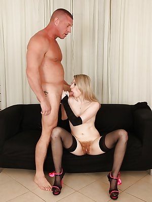 Beauty blonde Suzan Angel is getting pounded deep in her mouth