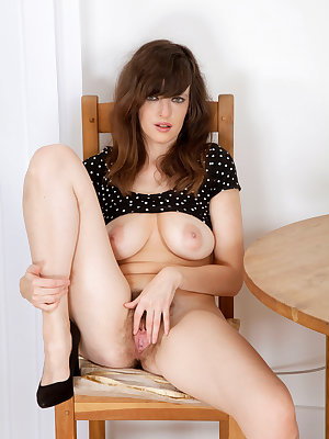 Amateur chick Kate Anne slips off black miniskirt to expose her hairy bush