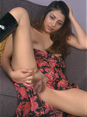 Amateur posing scene featuring hairy cunt of a skinny babe Azlyn