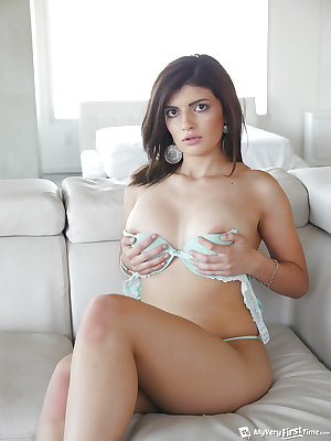 Busty amateur babe Raven Orion removes the lingerie to pose fully naked
