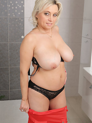 Big busty Sindy Huga rubbing her wet huge big tits & fingering in the bath