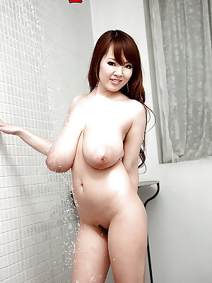 Hitomi Japanese with big tits nude soapy porn play on cam